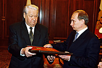 Vladimir_putin_with_boris_yeltsin2
