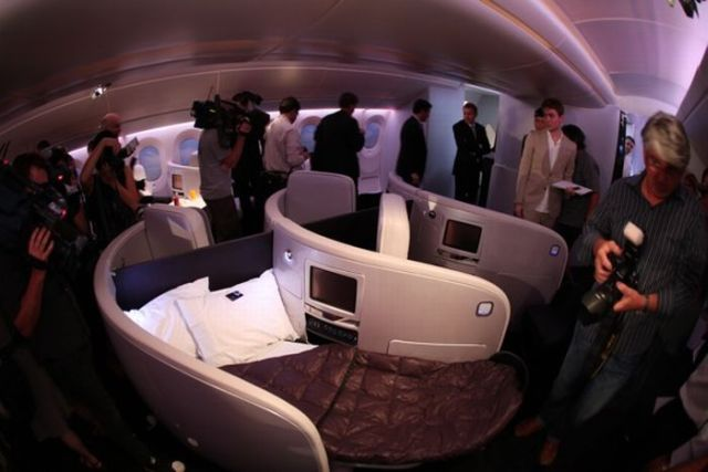 Business_class_beds_03